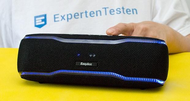 EasyAcc F10 Bluetooth Lautsprecher im Test - eingebaute mehrfarbige Lichtleiste und Lautsprecherbeleuchtungen passen sich dem Beat an und sorgen so für Clubatmosphäre