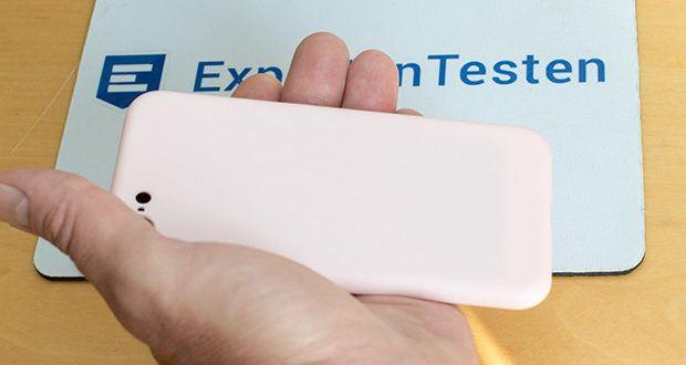 EasyAcc Hülle für iPhone 7/8/SE Hellrosa im Test - jeder Knopf oder Anschluß ist ohne Einschränkungen zu nutzen, alle Funktionen können Sie nutzen ohne die Hülle zu entfernen