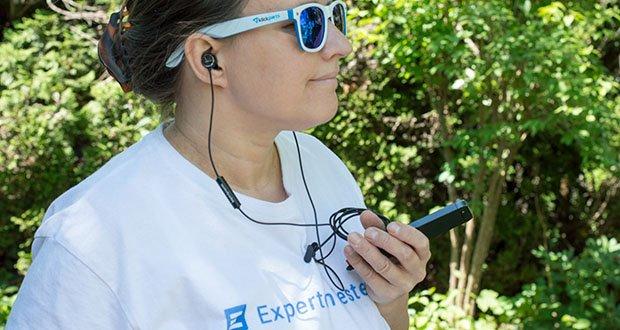 Beyerdynamic SOUL BYRD Kabelgebundener In-Ear im Test - dank der flachen Form der Gehäuse steht der In-Ear nicht aus dem Ohr heraus und eignet sich daher optimal zum Entspannen oder Schlafen – nichts drückt, wenn man den Kopf anlehnt oder auf der Seite liegt