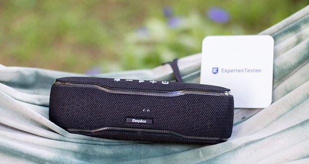 EasyAcc F10 Bluetooth Lautsprecher im Test - die eingebaute wiederaufladbare Batterie gewährleistet 10 Stunden Spielzeit und funktioniert auch als Powerbank zum einfach aufladen des Handys