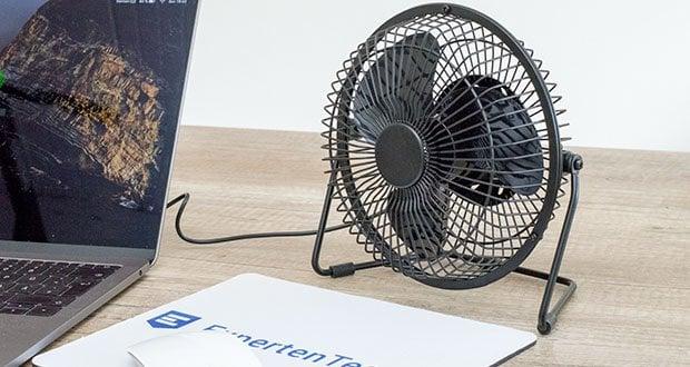 EasyAcc USB-Tischventilator 9 Zoll im Test - verbesserte rutschfeste Silikonpolster auf der Unterseite können Geräusche und Vibrationen des Tischventilators reduzieren