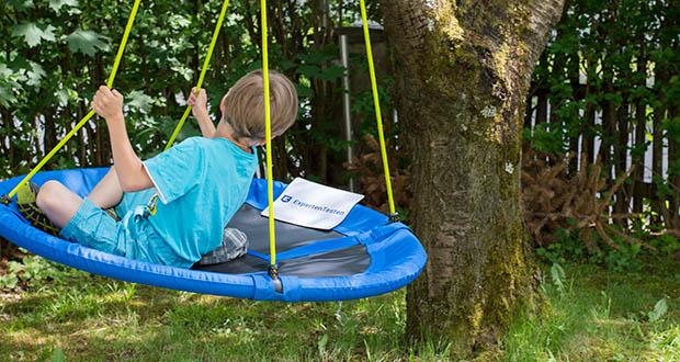 Izzy Sport Nestschaukel im Test - der Abstand zum Boden sollte nicht mehr als 40 cm betragen