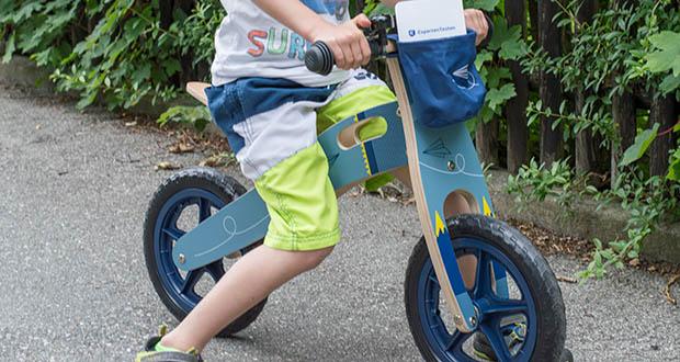 small-foot Laufrad blauer Papierflieger im Test - wächst das Laufrad mühelos mit