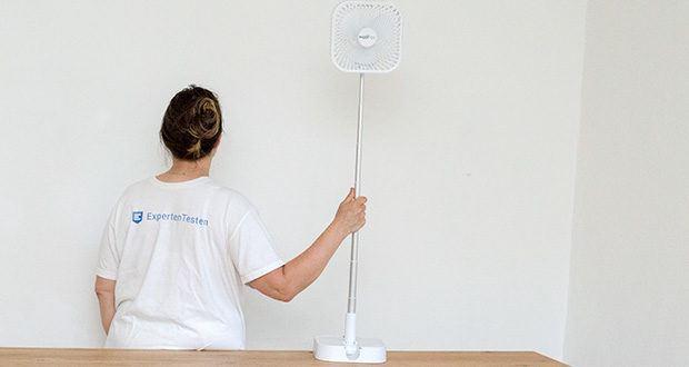 MAXXMEE Akku-Ventilator klappbar im Test - Du kannst ihn wahlweise als Stand- oder Tischventilator verwenden