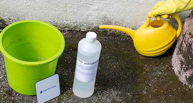 ECO-Clean by LcM Stein- und Gehwegreiniger im Test - das Produkt großflächig mit einer Gartenspritze oder Gießkanne auf den zu Reinigenden Untergrund auftragen und für mehrere Tage einwirken lassen