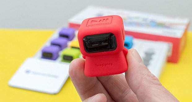 Tangiplay Coding Spielzeug im Test - Roboter 12 (rot): Debugger (Spielen/Pause); wenn sie den Roboter drücken, schieben oder drehen, wird dies in einen Code übersetzt, der eine einzigartige Reaktion im Spiel erzeugt