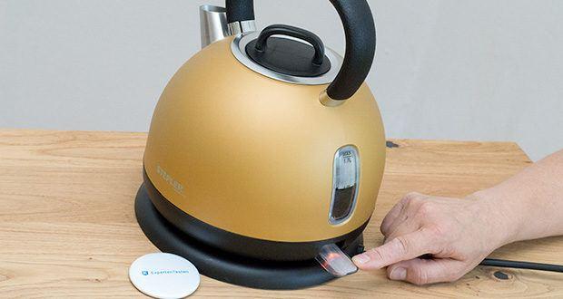 STEPLER Retro-Design Wasserkocher im Test - LED-beleuchteter An-/Aus-Schalter und transparente Wasserstandsanzeige