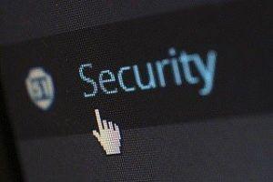 Alt-Text: Wie funktioniert ein Firewall im Test und Vergleich?