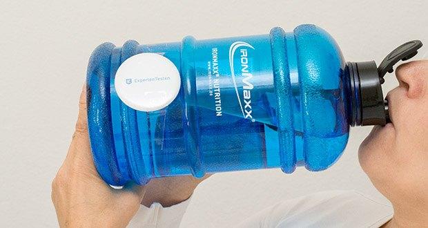 IronMaxx Trinkflasche im Test - mit ergonomischem Tragegriff