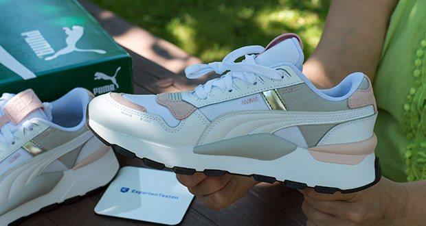 PUMA RS 2.0 Futura Sneaker im Test - Kunstleder-Detail an der Schuhzunge