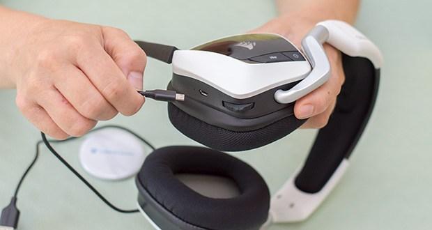 Corsair Void Elite RGB Gaming Headset im Test - zum Aufladen können Sie das Headset einfach anschließen
