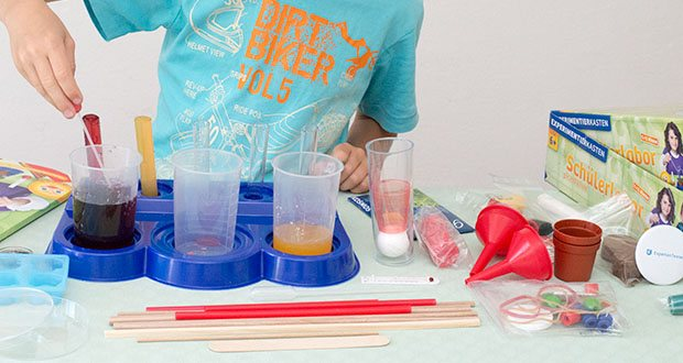 KOSMOS Schülerlabor Experimentierkasten im Test - große Vielfalt, großer Experimentierspaß
