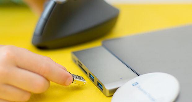Logitech MX Vertical Bluetooth Maus im Test - Sie können Ihren MX Vertical drahtlos über Bluetooth oder den Unifying USB-Empfänger verbinden