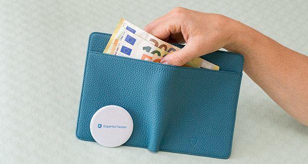 Vaultskin Kensington Reisepasshülle im Test - innerhalb der Brieftasche befinden sich 2 weitere Fächer für insgesamt 4 Karten