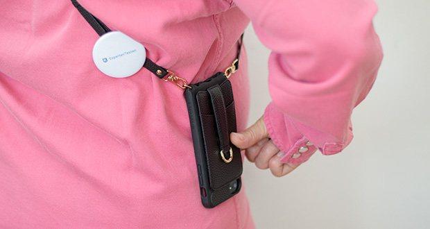 Vaultskin Victoria iPhone 7/8 Plus Hülle im Test - stilvoll und kompakt kann VICTORIA in der Hand am Körper, an der Schulter oder am Ellbogen mit einem Träger oder ohne den Gurt getragen werden