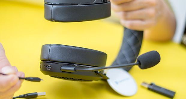Corsair HS70 Pro Wireless Gaming Headset im Test - zum Aufladen können Sie das Headset einfach anschließen