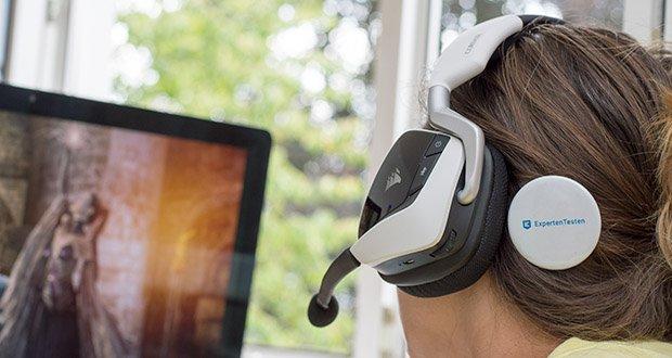 Corsair Void Elite RGB Gaming Headset im Test - ergänzt werden das außerordentliche Design und die robuste Konstruktion des VOID RGB ELITE durch eine vollständig anpassbare RGB-Beleuchtung an jeder Ohrmuschel