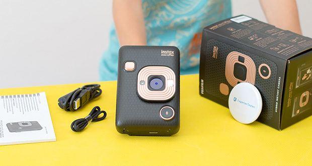 Fujifilm Instax Mini LiPlay Elegant Hybride Sofortbildkamera im Test - Lieferumfang : Kamera; USB-Ladekabel; Trageschlaufe; Bedienungsanleitung