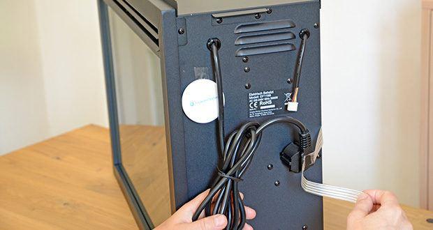 RICHEN Elektrischer Standkamin Baldur EF119B-MT119A im Test - die Kabellänge beträgt 1,7 Meter. Es handelt sich um einen 220/240 Volt Stecker für landesübliche Steckdosen in Deutschland