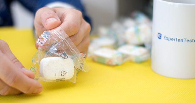 Ecover All-In-One Spülmaschinen-Tabs Zitrone & Mandarine im Test - die Plastikhülle schützt die Tabs für den Geschirrspüler vor Feuchtigkeit und ist ebenfalls recycelbar