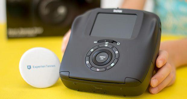 Fujifilm instax SQUARE SQ 20 Hybride Sofortbildkamera im Test - ist mit einem 2,7 Zoll TFT-Farb-LCD-Display ausgestattet, auf dem das Motiv vor der Belichtung betrachtet und bearbeitet werden kann
