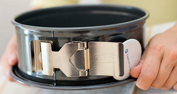 Kaiser La Forme Plus Springform im Test - Original SafeClicK Verschluss: 20 % leichteres Öffnen und Schliessen, 40% größere Grifffläche mit optimierter Haptik