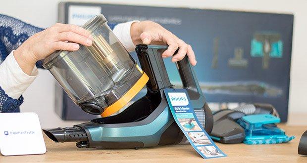 Philips XC8147/01 SpeedPro Max Aqua Staubsauger mit Wischfunktion im Test - der Staubbehälter lässt sich einfach abnehmen und entleeren – ohne eine Staubwolke zu erzeugen