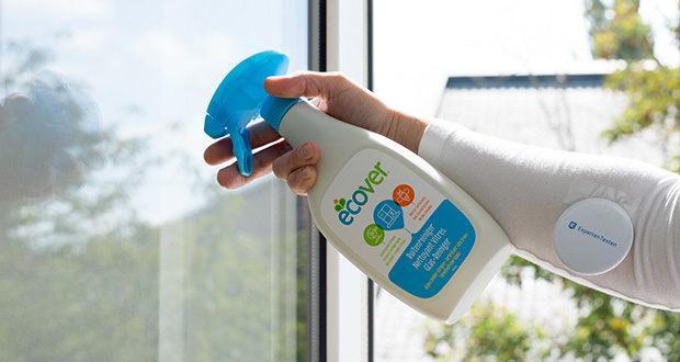Ecover Glas- und Fenster-Reiniger im Test - einfach sparsam aufsprühen und mit einem trockenen Tuch nachreiben