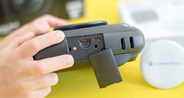 Fujifilm instax SQUARE SQ 20 Hybride Sofortbildkamera im Test - auf der MicroSD-/MicroSDHC-Karte können sowohl Ihre Bilder und Videos vom internen Speicher als auch kamerafremde Aufnahmen gespeichert werden
