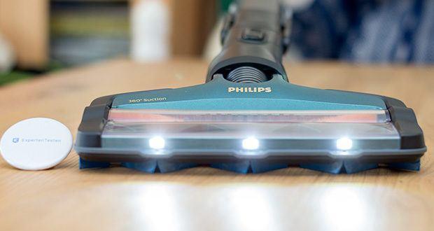 Philips XC8147/01 SpeedPro Max Aqua Staubsauger mit Wischfunktion im Test - die LED-Beleuchtung an der Düse zeigt selbst den versteckten Staub - Für ein komplettes Ergebnis