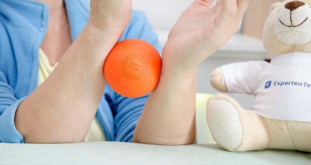 Captain LAX Massageball im Test - unterscheidet sich durch die garantiert konstante Qualität ohne nach einiger Zeit an Härte zu verlieren, wodurch eine langfristige Funktionalität gewährleistet ist