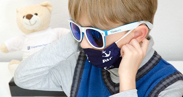 P.A.C. Premium Community Maske Kids im Test - durch die dehnbaren Komfort-Gummibänder lassen sich die Masken besonders leicht und schnell an- und auch wieder abziehen