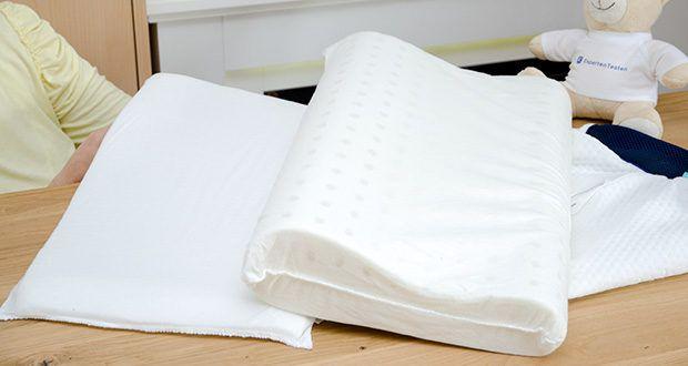 Mosswell ergonomisches Nackenstützkissen im Test - besteht aus einem Hauptkissen und einer zusätzlichen Lage, die es Ihnen ermöglicht, das Schlafkissen um einige Zentimeter in der Höhe anzupassen