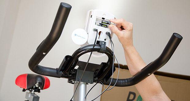 Bigzzia Profi-Heimtrainer mit LCD-Anzeige im Test - Multifunktions-LCD-Display benötigt 2x AAA Batterien