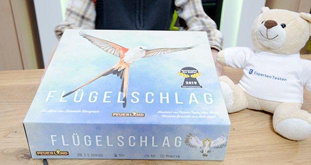 Feuerland Spiele Flügelschlag Brettspiel im Test - ist ein wunderschönes Spiel über die Vögel Nordamerikas, das mit 170 liebevoll illustrierten Vogelkarten und weiteren hochwertigen Materialien glänzt
