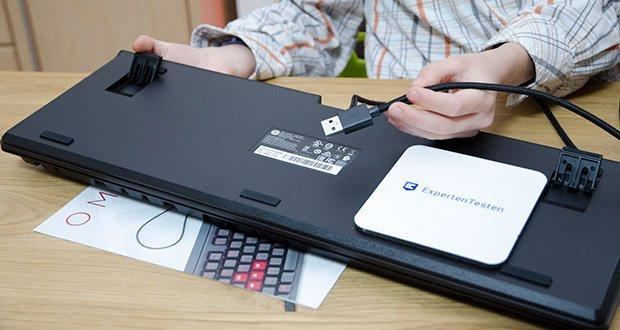 HP OMEN Encoder Gaming Tastatur im Test - die geflochtene Ummantelung sorgt für eine verbesserte Strapazierfähigkeit des USB-Kabels und verhindert ein Abknicken