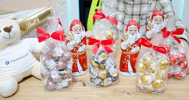 Lindt Weihnachts-Schokolade Schokoladengeschenk Gold im Test - Inhalt: 24 x LINDOR Vollmilch, 24 x LINDOR Weiß, 12 x LINDOR Dark 70 Prozent, 12 x LINDOR Lebkuchen, 3 x Weihnachtsmann