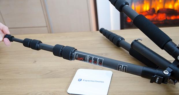 Rollei Compact Traveler No.1 Reisestativ im Test - stabile Spikes mit schonenden Endkappen garantieren einen festen Stand auf jedem Untergrund
