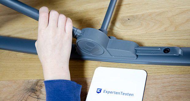 Maxi-Cosi Kori 2-in-1 Babywippe im Test - lässt sich mit nur einer Hand in drei unterschiedliche Liegepositionen einstellen