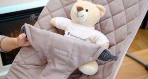 BabyBjörn Babywippe Bliss Sandgrau im Test - perfekte Stütze schon für Neugeborene