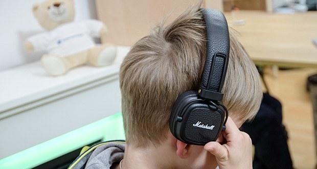 Marshall Major III Bluetooth Faltbar Kopfhörer im Test - mit dem multidirektionalen Reglerknopf können Sie Funktionen wie Wiedergabe, Pause und Shuffle bedienen, die Lautstärke des Abspielgeräts einstellen und den Kopfhörer ein- oder ausschalten