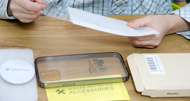 EasyAcc IPhone 12 Hülle mit schwarzen Rahmen im Test - im Paket enthalten: 1 Stück Hülle und 1 Stück Schutzfolie