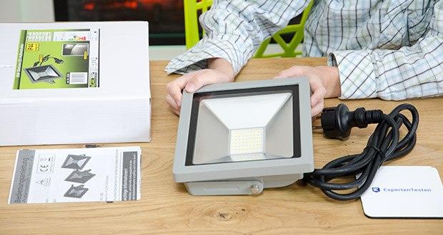 Chilitec LED-Fluter SlimLine CTF-SLT30 im Test - Anschlussfertig - Lieferung inkl. 1,5m Anschluss Kabel (H05-NF) und Schutzkontaktstecker