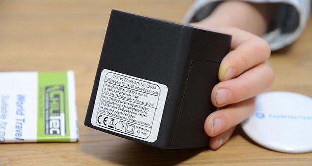 Welt-Reiseadapter mit 4x USB-Ladegerät im Test - Eingang und Ausgang 100-240V~