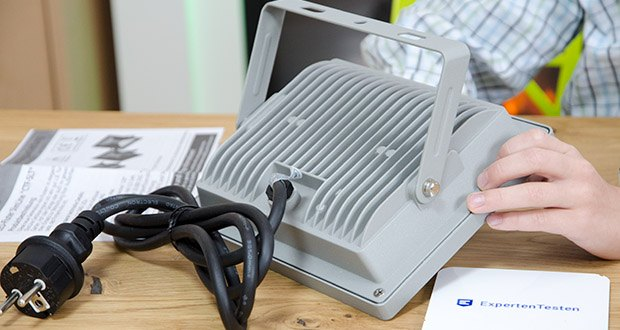 Chilitec LED-Fluter SlimLine CTF-SLT30 im Test - schlankes Aluminium-Gehäuse