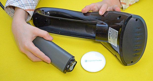 Aicok Dampfglätter Reisebügeleisen im Test - der 80 ml Wassertank im Griff macht den Tank leicht zu entfernen, zu füllen und wieder einzustecken