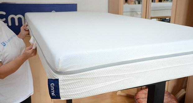 Emma Two Matratze 90x200cm im Test - die Antislip-Beschichtung verhindert auf der Unterseite ein Verrutschen der Matratze und gewährleistet einen guten Halt auf nahezu jedem Untergrund
