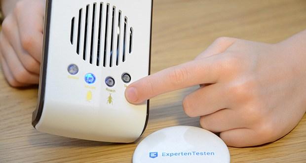 ONE SANTI Ultraschall Schädlingsbekämpfer im Test - mit Hilfe des Test-Knopfs kannst du sogar testen, wie dein Haustier auf die Geräusche reagiert