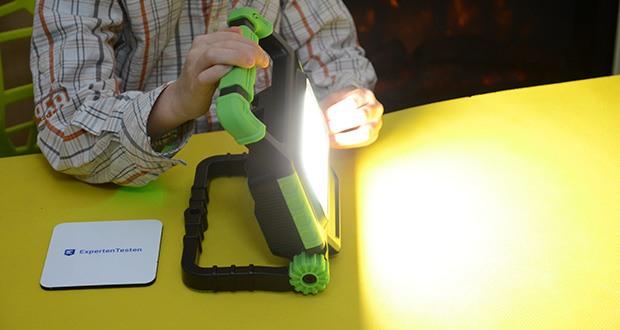Chilitec Akku LED Baustrahler BSA-20 im Test - über einen 2-stufigen Taster können Sie viel Licht bei ca. 2 Stunden Batteriedauer oder etwas weniger Helligkeit bei ca. 4 Stunden auswählen