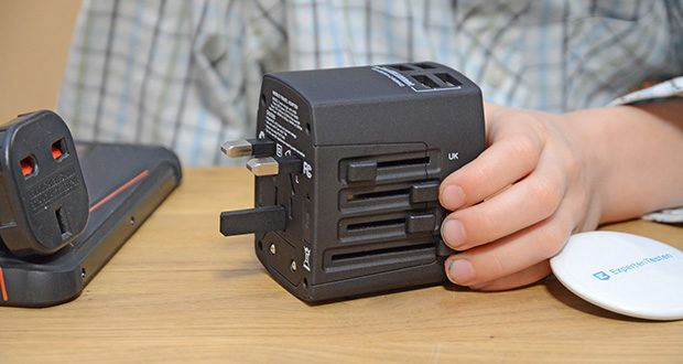 Welt-Reiseadapter mit 4x USB-Ladegerät im Test - die Möglichkeiten UK (United Kingdom), US (United States of America/Japan), AUST (Australien/Neuseeland) und EU (Europa) sind vorhanden und decken in Summe ca. 150 verschiede Länder ab